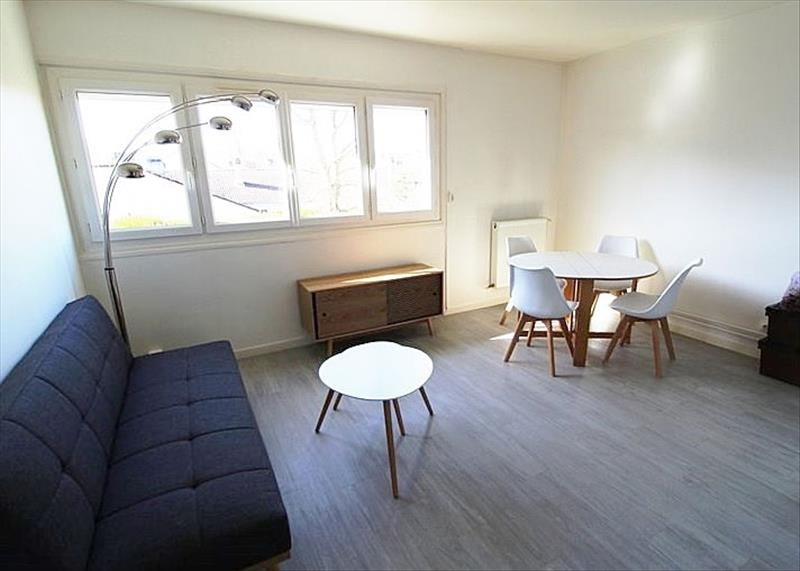Location appartement Maurepas 775€ CC - Photo 1