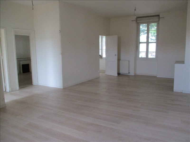 Rental apartment Salon de provence 724€ CC - Picture 1