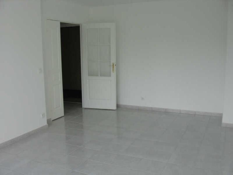 Location appartement Beaumont sur oise 775€ CC - Photo 2