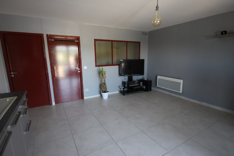 Location appartement Lambesc 563€ CC - Photo 1