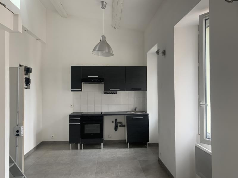Location appartement Marseille 6ème 647€ CC - Photo 1