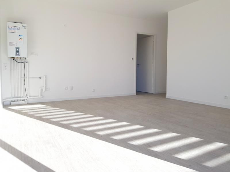 Rental apartment L hermitage 590€ CC - Picture 2