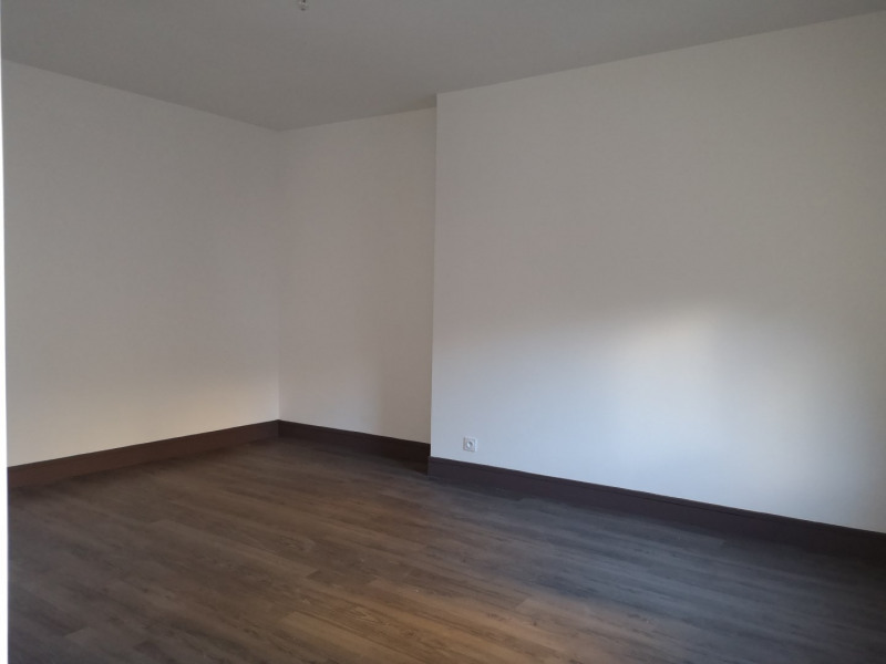 Location appartement Paris 8ème 2 080€ CC - Photo 8