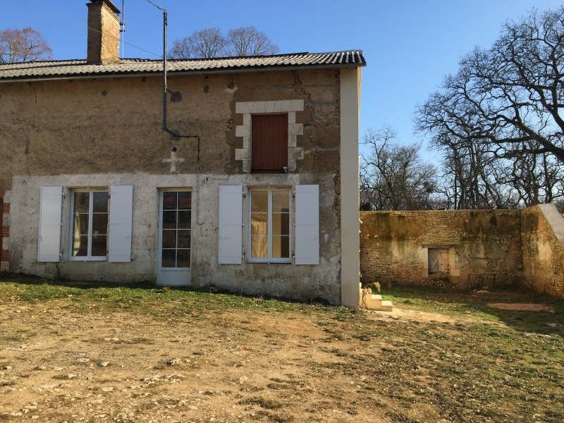 Location maison / villa Iteuil 479€ CC - Photo 1