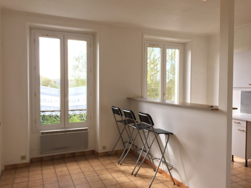 Rental apartment Auvers-sur-oise 692€ CC - Picture 1