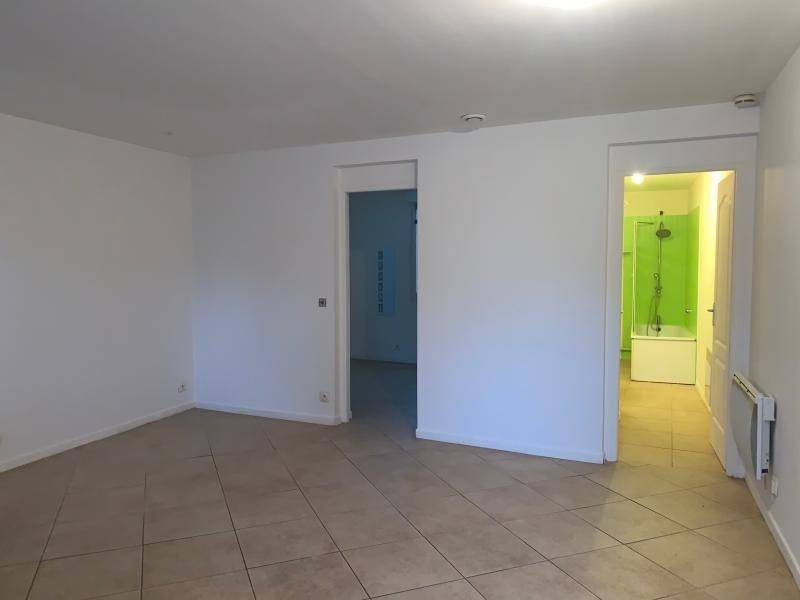 Rental apartment Vaux le penil 630€ CC - Picture 2