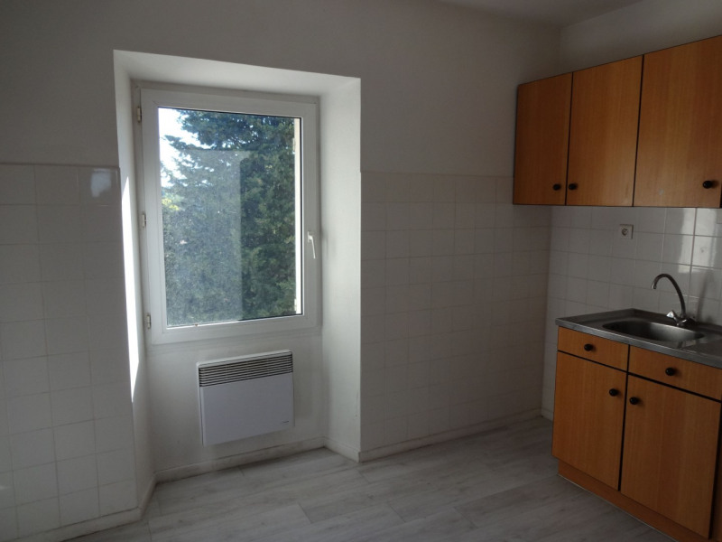 Location appartement Althen des paluds 630€ CC - Photo 1