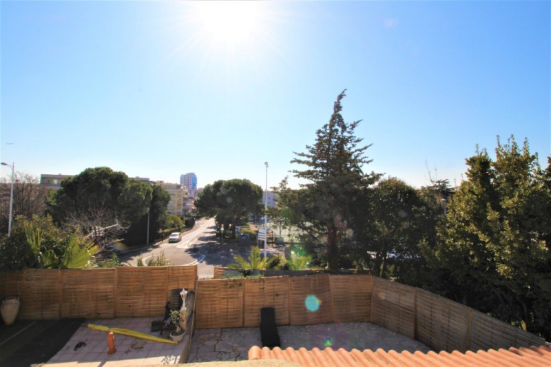 Deluxe sale house / villa Saint laurent du var 674 000€ - Picture 2
