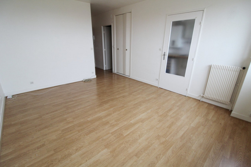Rental apartment Maurepas 616€ CC - Picture 2