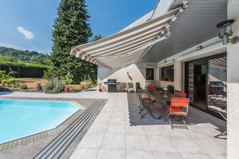 Rénovation contemporaine avec piscine et vaste jardin