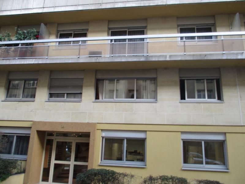 Location appartement Paris 11ème 1350€ CC - Photo 1