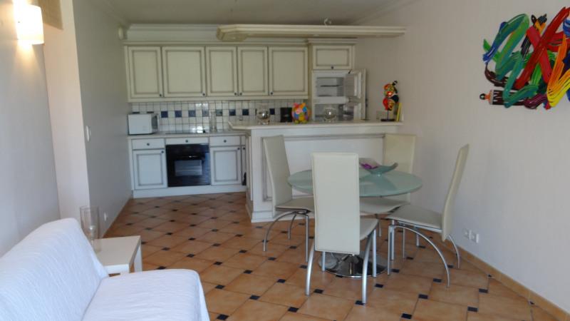 Vacation rental apartment Cavalaire sur mer 1300€ - Picture 3