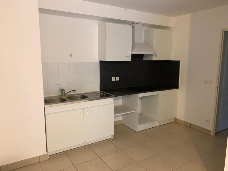 Rental apartment Saint cannat 900€ CC - Picture 2