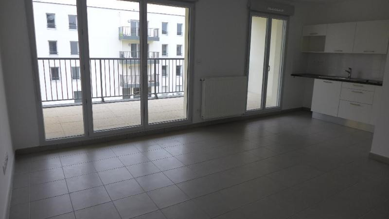 Rental apartment Decines charpieu 784€ CC - Picture 4