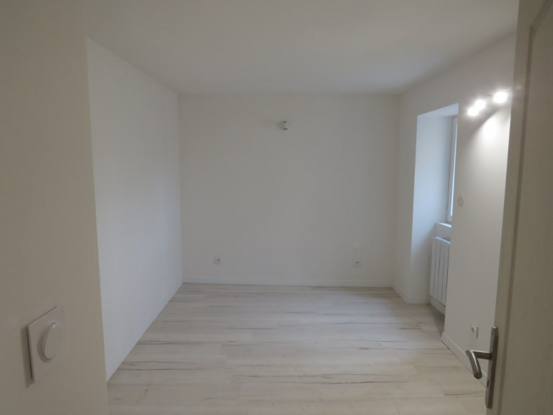 Location maison / villa Courbeveille 410€ CC - Photo 8