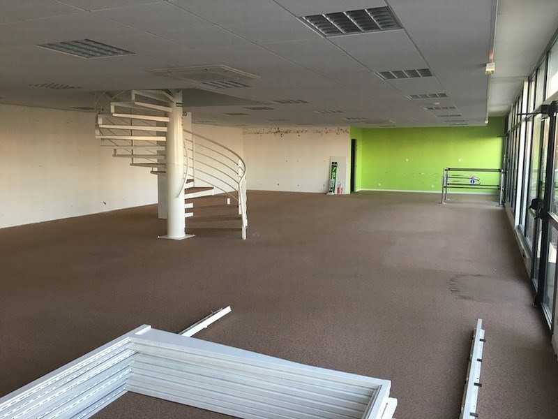 Location local commercial St lo 3 460€ CC - Photo 2