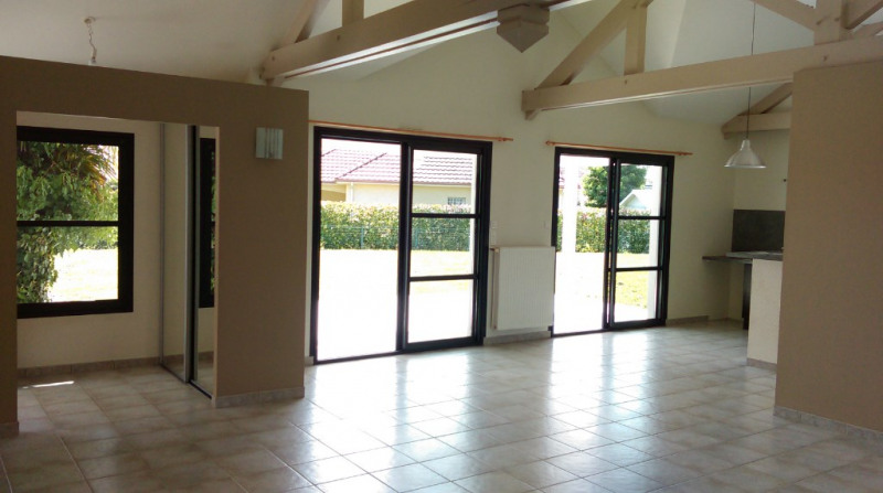 Location maison / villa Sauvagnon 1 050€ CC - Photo 2