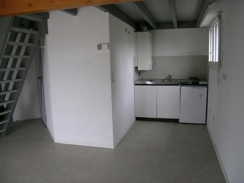 Rental apartment St pierre du mont 300€ CC - Picture 3
