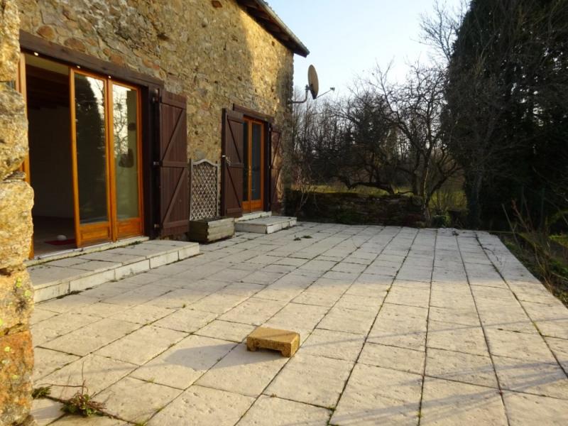 Charmante petite maison en pierre, à Cussac