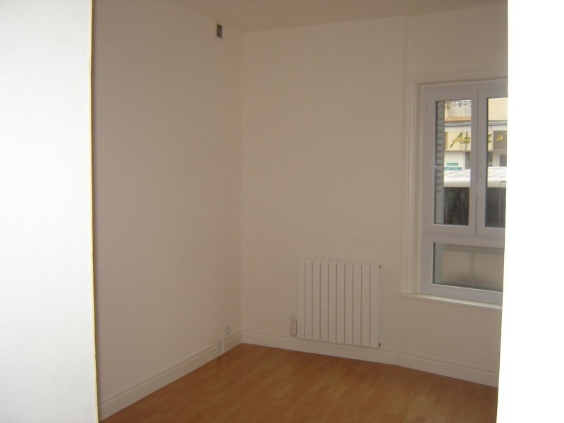 Location appartement Roanne 305€ CC - Photo 2