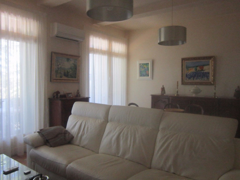 Rental apartment Lambesc 850€ CC - Picture 5