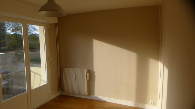 Rental apartment Oullins 522€ CC - Picture 1