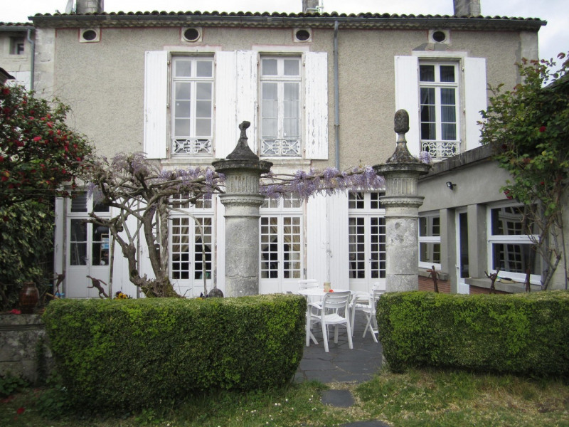 Sale house / villa Barbezieux-saint-hilaire 178 000€ - Picture 1