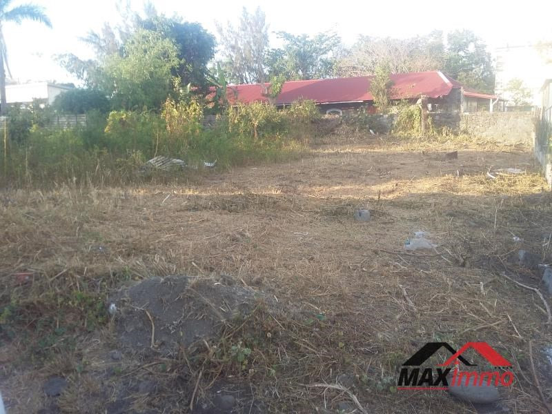 Terrain constructible st paul - 878 m²
