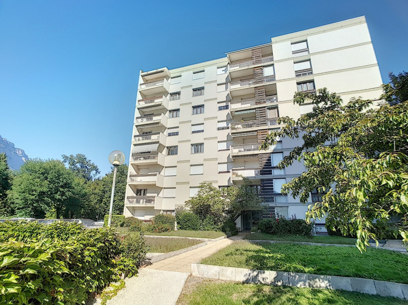 Sale apartment Meylan 325 000€ - Picture 1