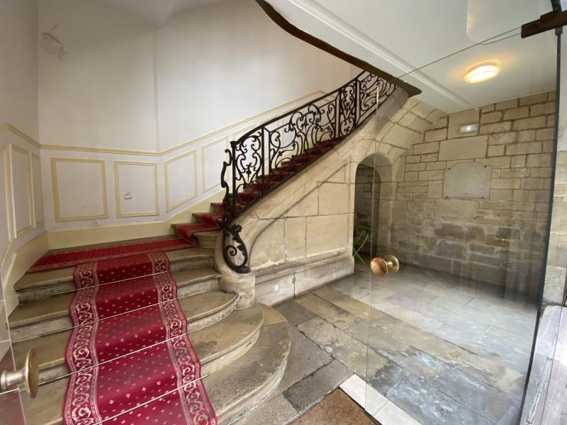 Location appartement Paris 3ème 1757€ CC - Photo 1