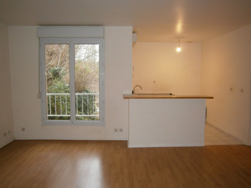 Rental apartment Buc 830€ CC - Picture 1