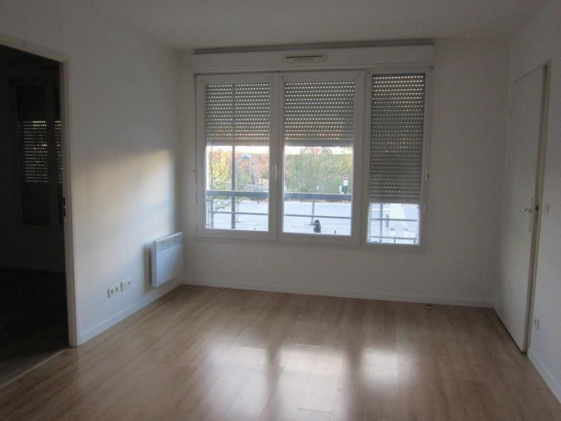 Location appartement Evry 691€ CC - Photo 2