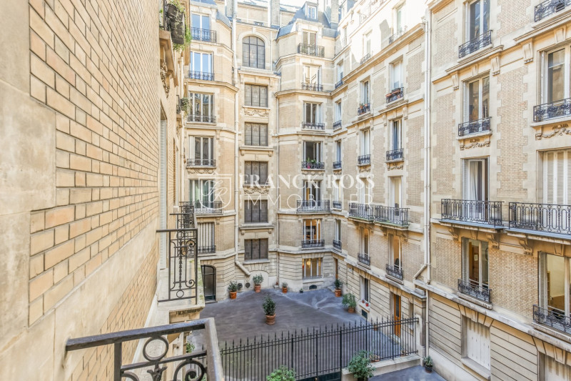 Location appartement Paris 17ème 3 500€ CC - Photo 12