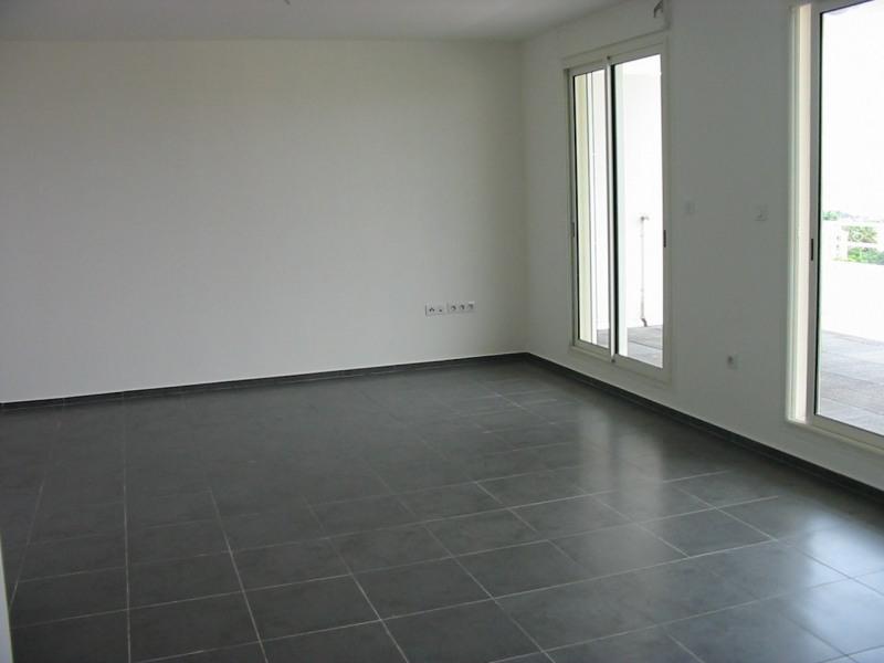 Location appartement Ste clotilde 910€ CC - Photo 3