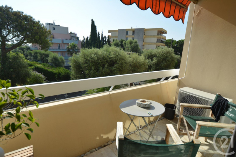 Sale apartment Antibes 264 000€ - Picture 1