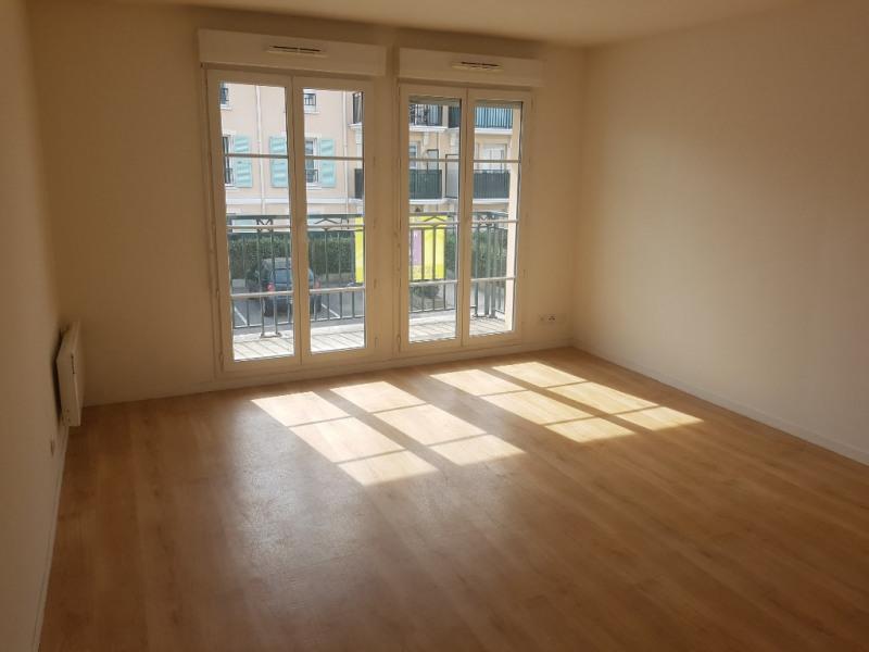 Rental apartment Le plessis pate 885€ CC - Picture 1
