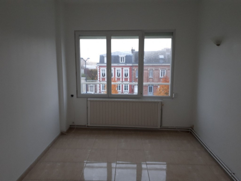 Rental apartment Saint quentin 670€ CC - Picture 7