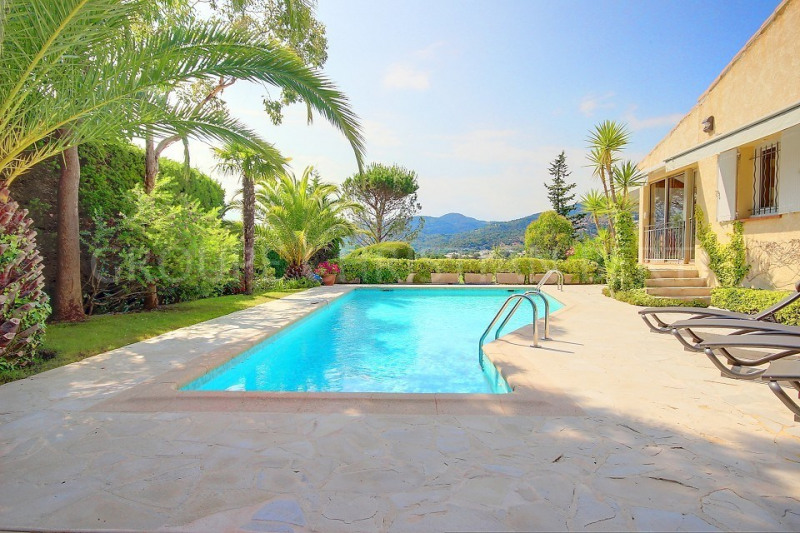 PRIVATE DOMAIN BEAUTIFUL VILLA OVERLOOKING THE GOLF COURSE - IN A PERFECT CONDITION