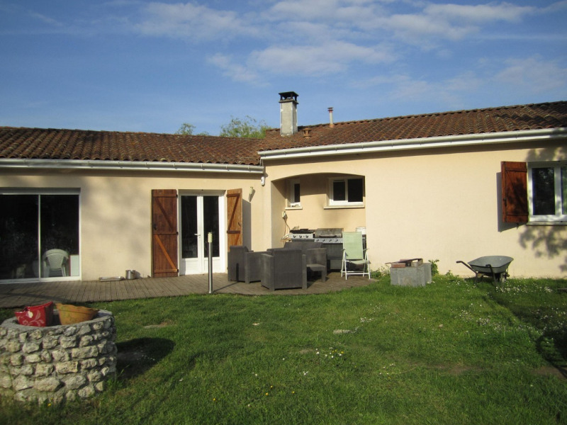 Sale house / villa Condéon 136 500€ - Picture 1