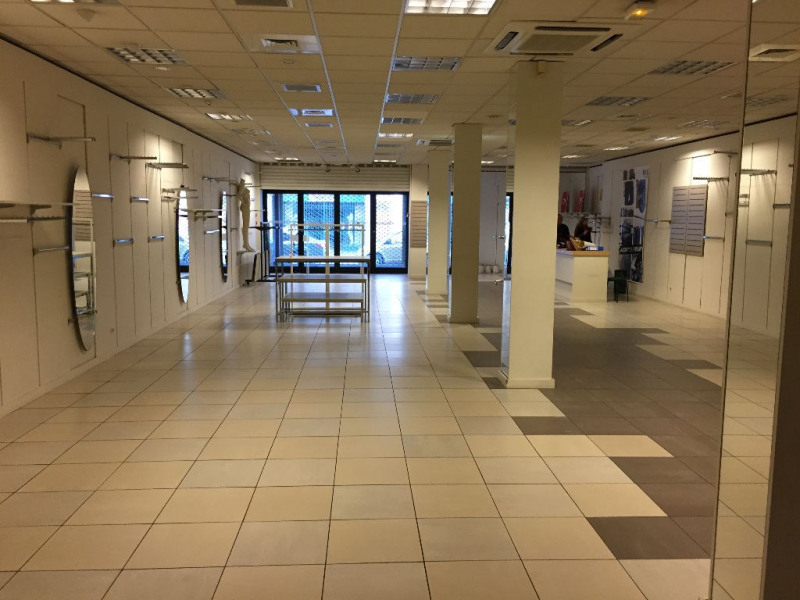 Location local commercial Saint omer 4 200€ HC - Photo 1