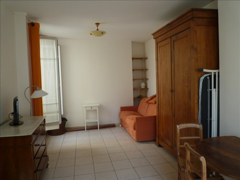 Rental apartment Paris 7ème 898€ CC - Picture 1