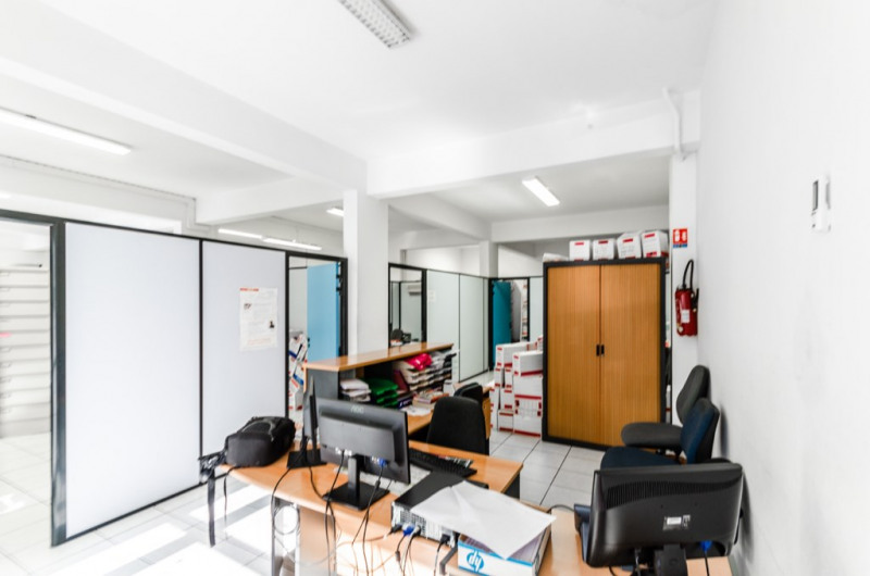Location local commercial Saint louis 1 405€ HC - Photo 2