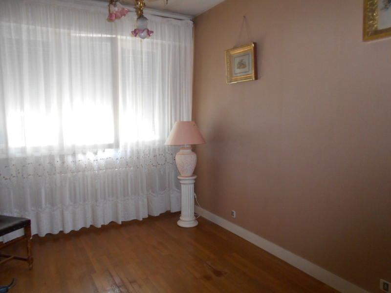 Sale apartment Lons-le-saunier 129000€ - Picture 3