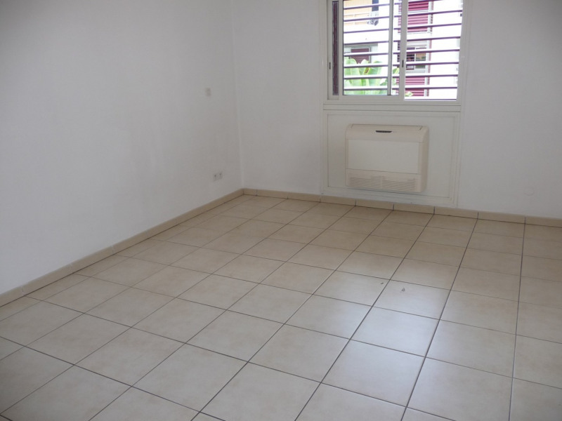 Location appartement Ste clotilde 408€ CC - Photo 3