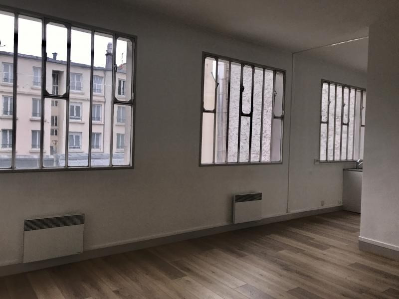 Location appartement Paris 10ème 1 625€ CC - Photo 1