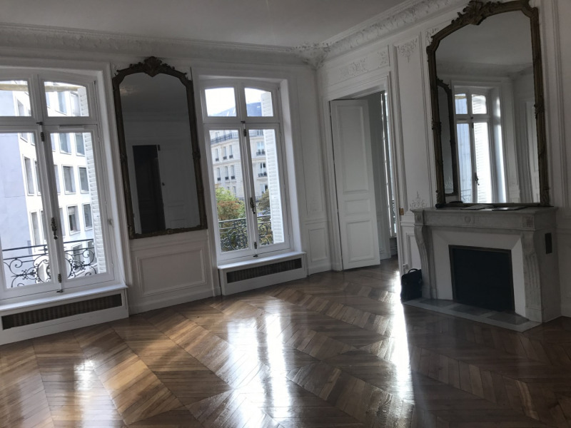 Rental apartment Paris 8ème 3 968€ CC - Picture 2