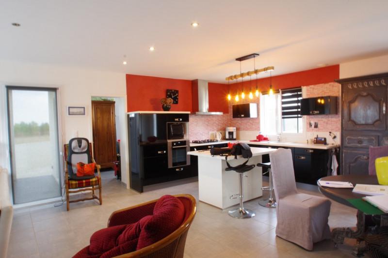Revenda casa Thaire 379600€ - Fotografia 5