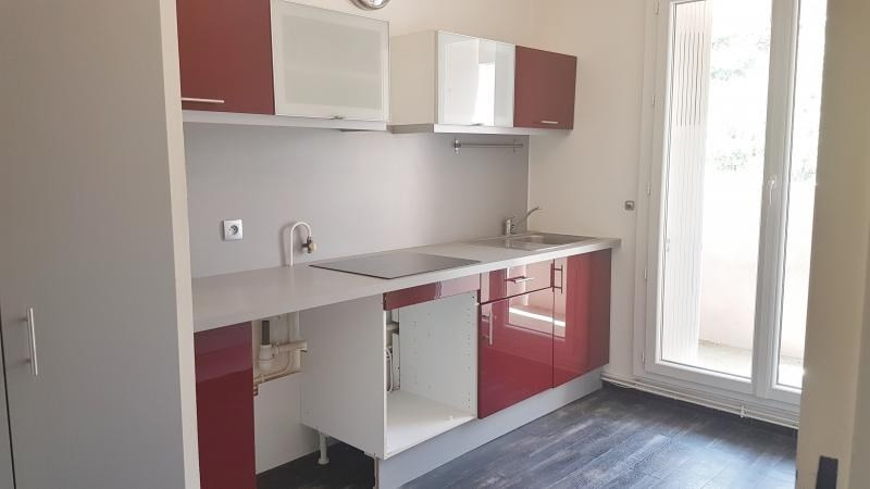 Location appartement Senas 799€ CC - Photo 2