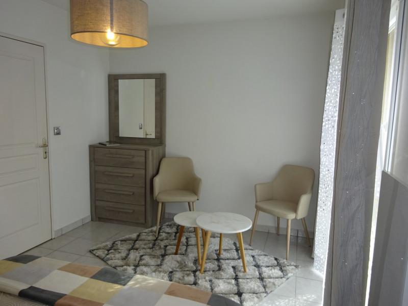 Location maison / villa Neuville-sur-saône 1000€ CC - Photo 5