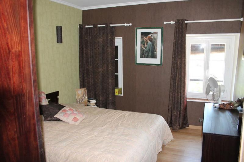 Sale house / villa St remy la vanne 220000€ - Picture 5